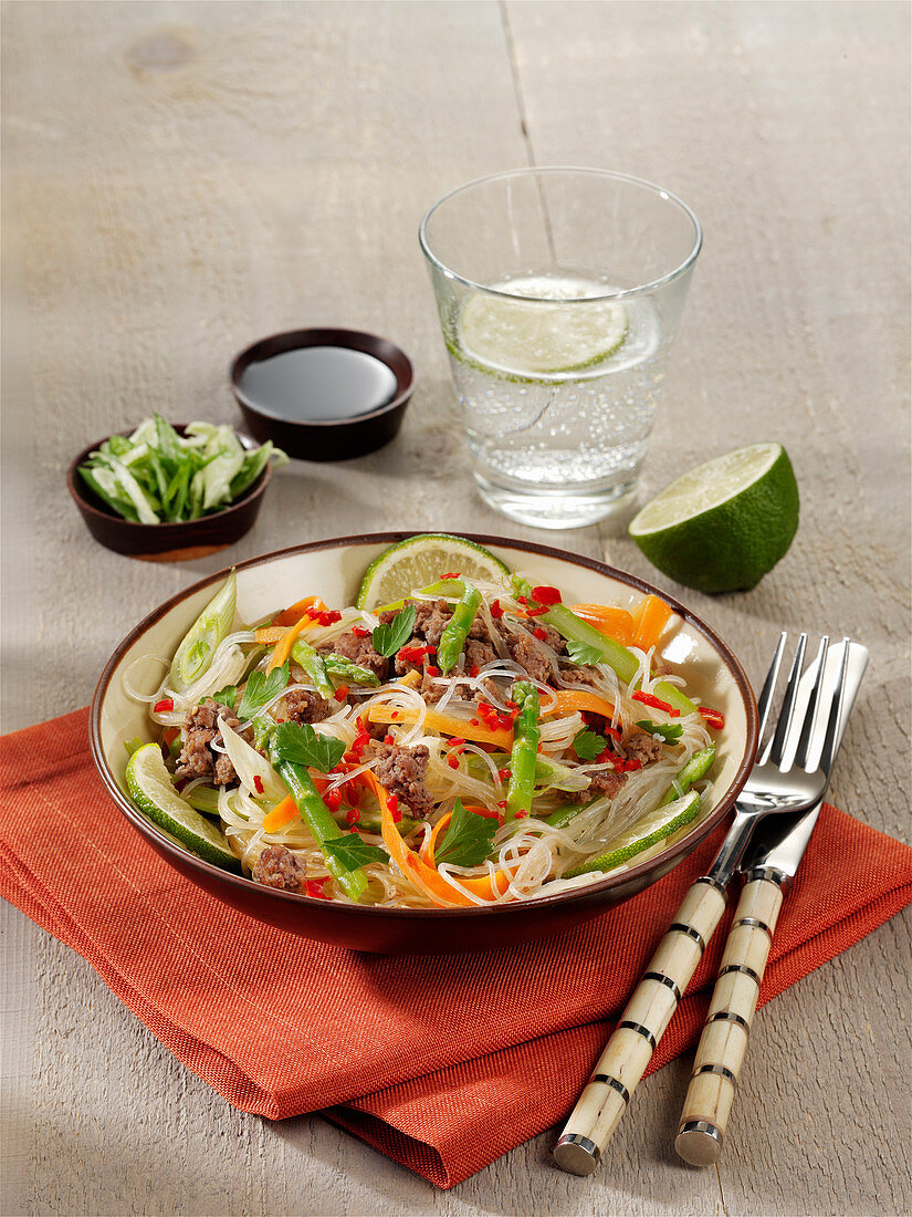 Glass noodle salad with green asparagus, minced meat and chillis