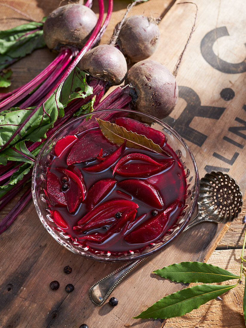 Sweet-and-sour pickled beetroot with onion, horseradish and juniper berries