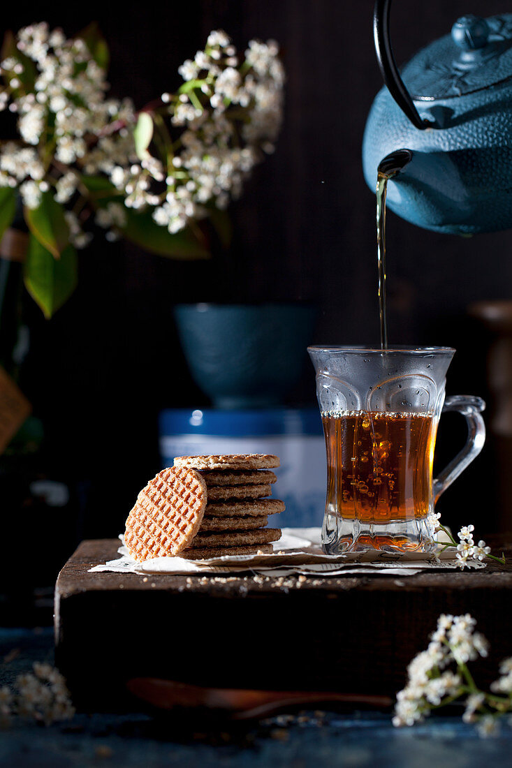 Pouring tea and Stroopwafel cookies