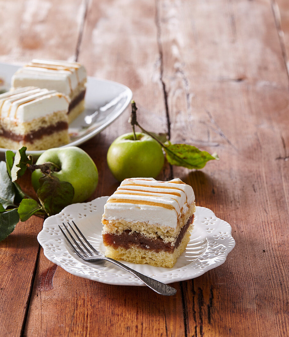 Apple slices with caramel