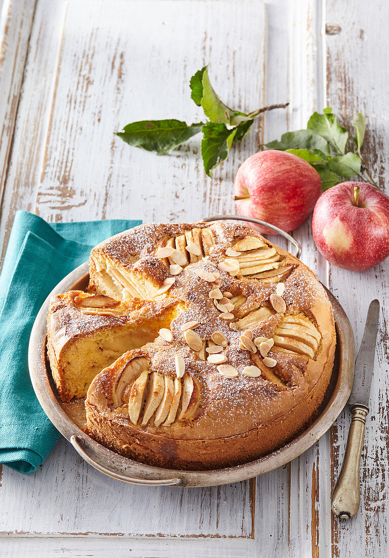 Apple cake with almond