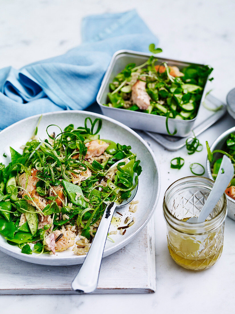 Trout, wild rice and snow pea salad 'to go'