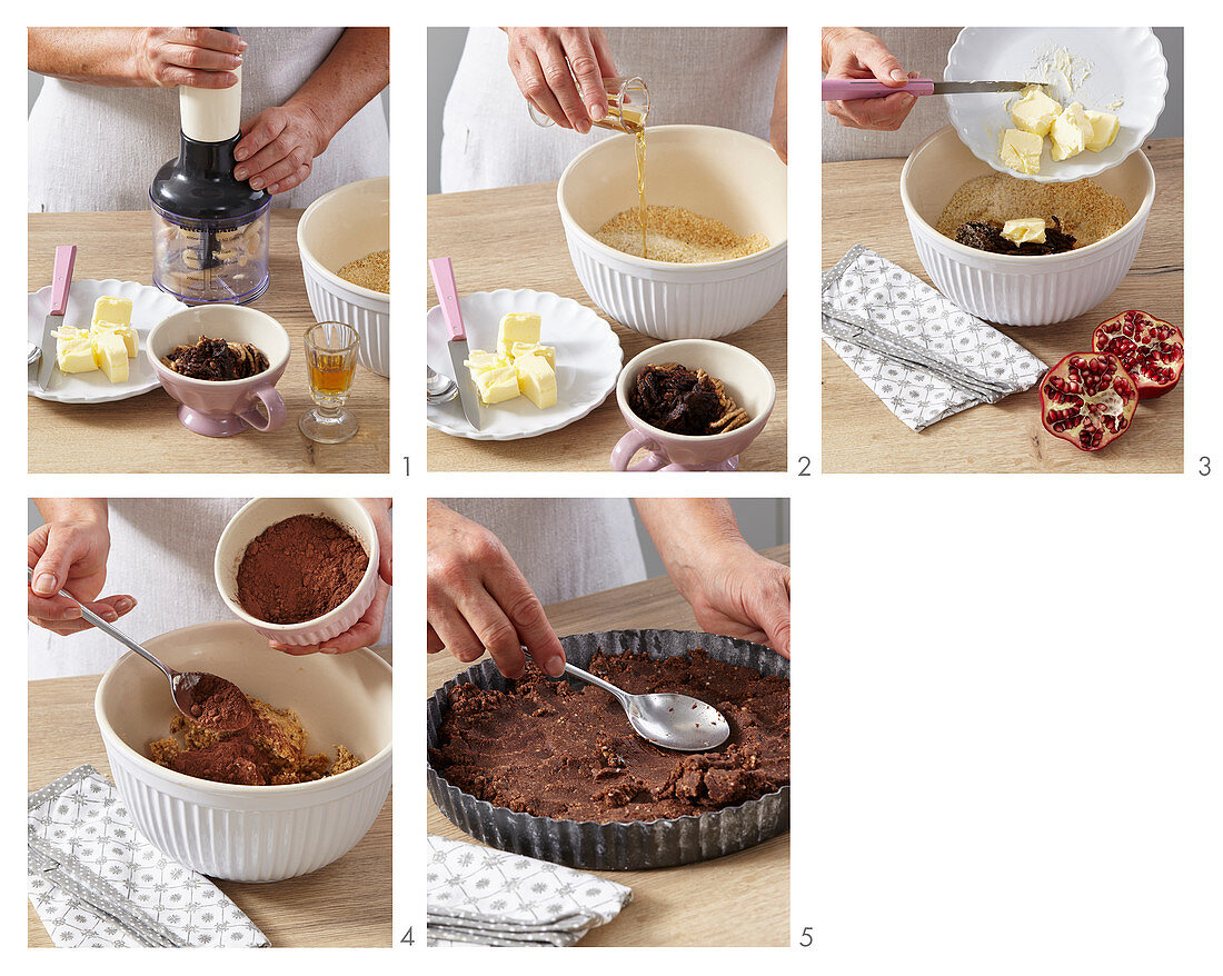 Prepare the biscuit base for the chocolate cake