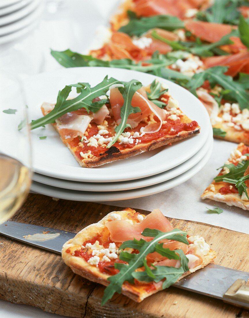 Pizza di patate (Potato pizza with ham and rocket)