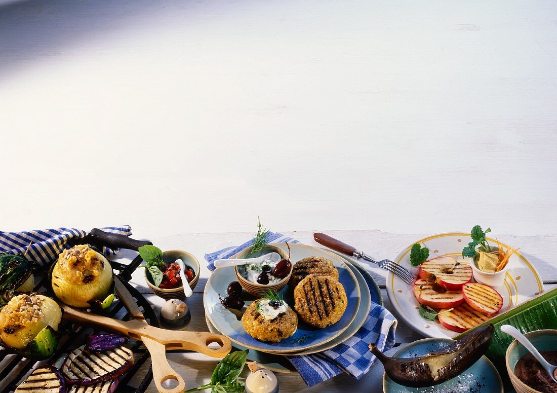 Barbecue buffet: vegetables, green rye burgers and fruit