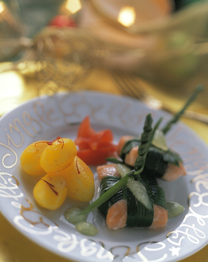 Salmon parcel with potatoes