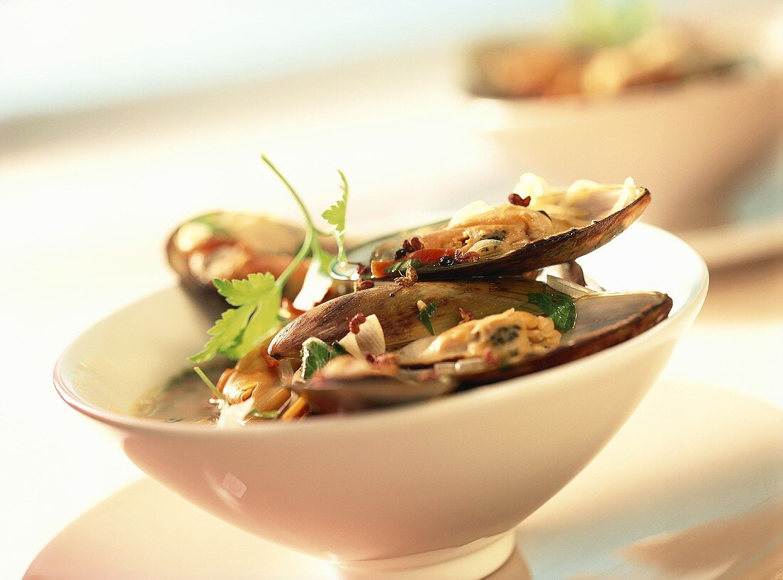 Mussels with spicy sauce in bowl