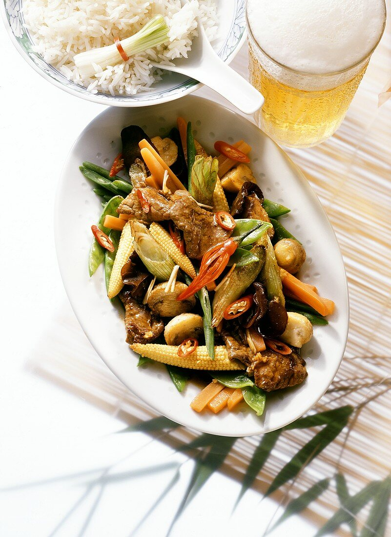 Pan-cooked beef and vegetable dish with chilis
