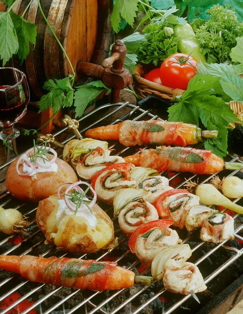Barbecued chicken kebabs with vegetables