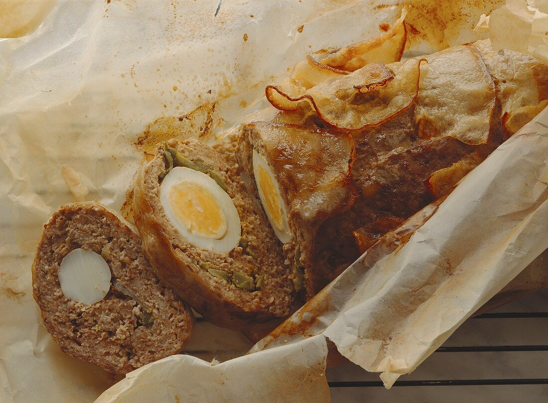 German meatloaf (Falscher Hase): mixed mince & egg