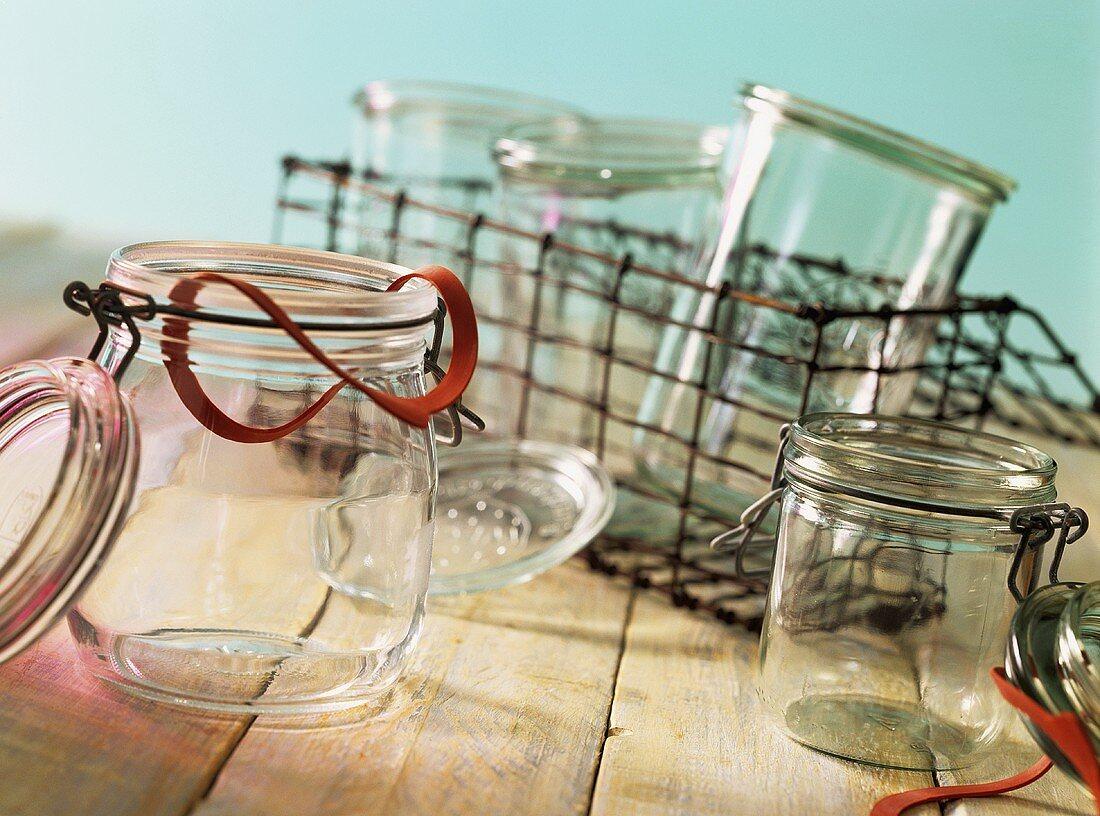 Sterile Einmachgläser und Spülmaschinenkorb