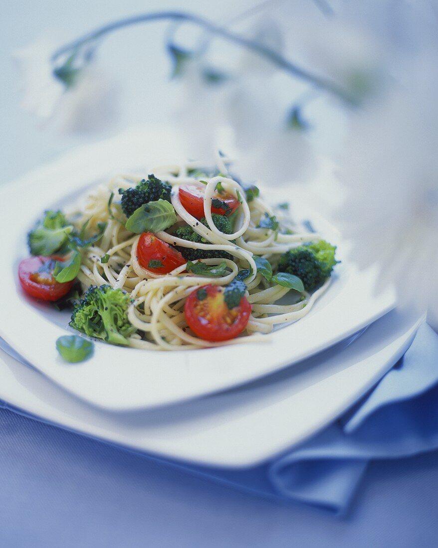 Narrow ribbon pasta (tagliolini) with broccoli & tomatoes