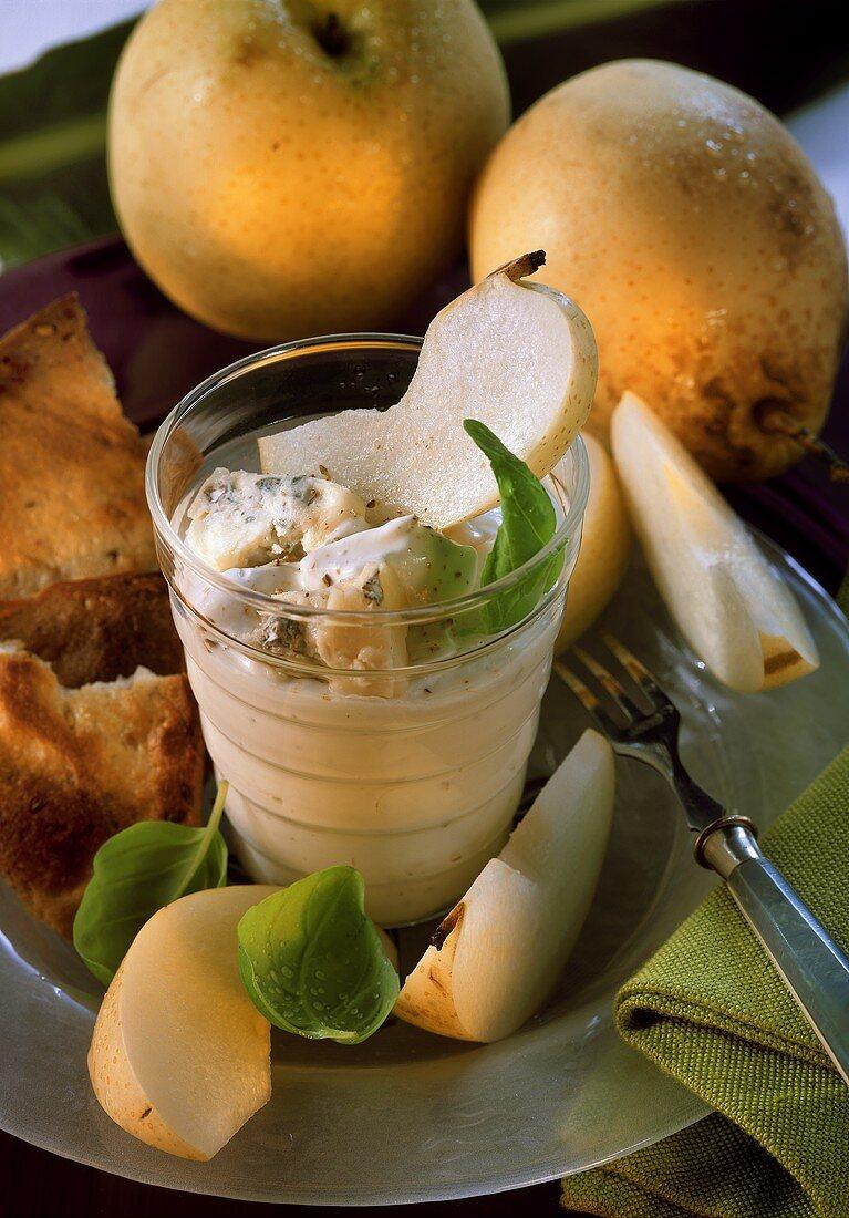 Gorgonzola dip with Nashi fruit