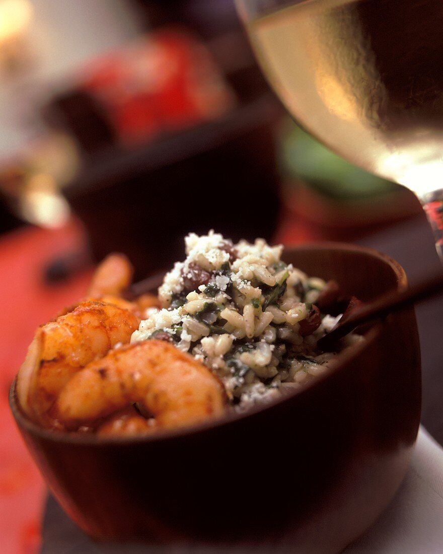 Spinach risotto with currants and jumbo prawns (Egypt)