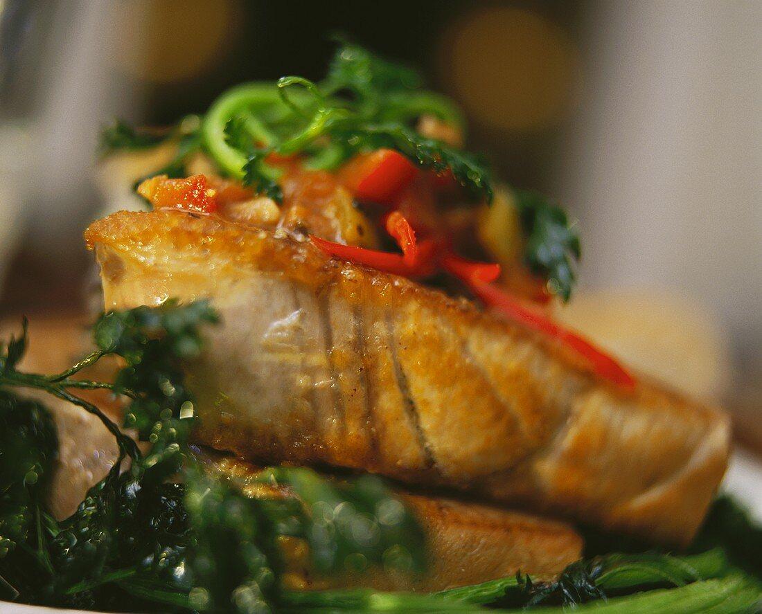 Tuna with pepper sauce and parsley (Yemen)