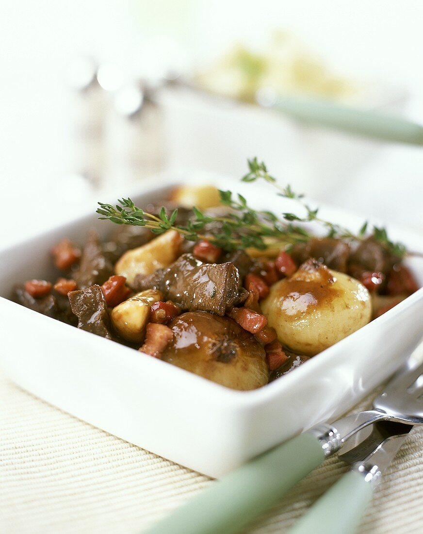 Beef ragout in red wine sauce (Boeuf bourguignon)