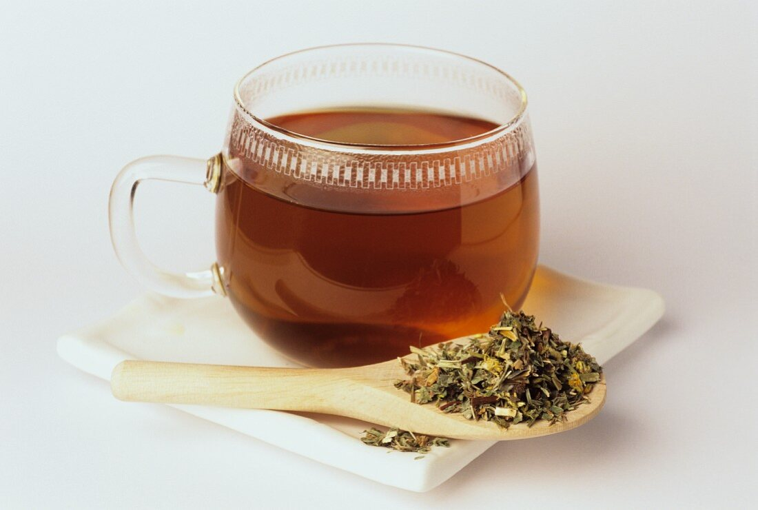 Speedwell tea and dried leaves (Veronica longifolia)