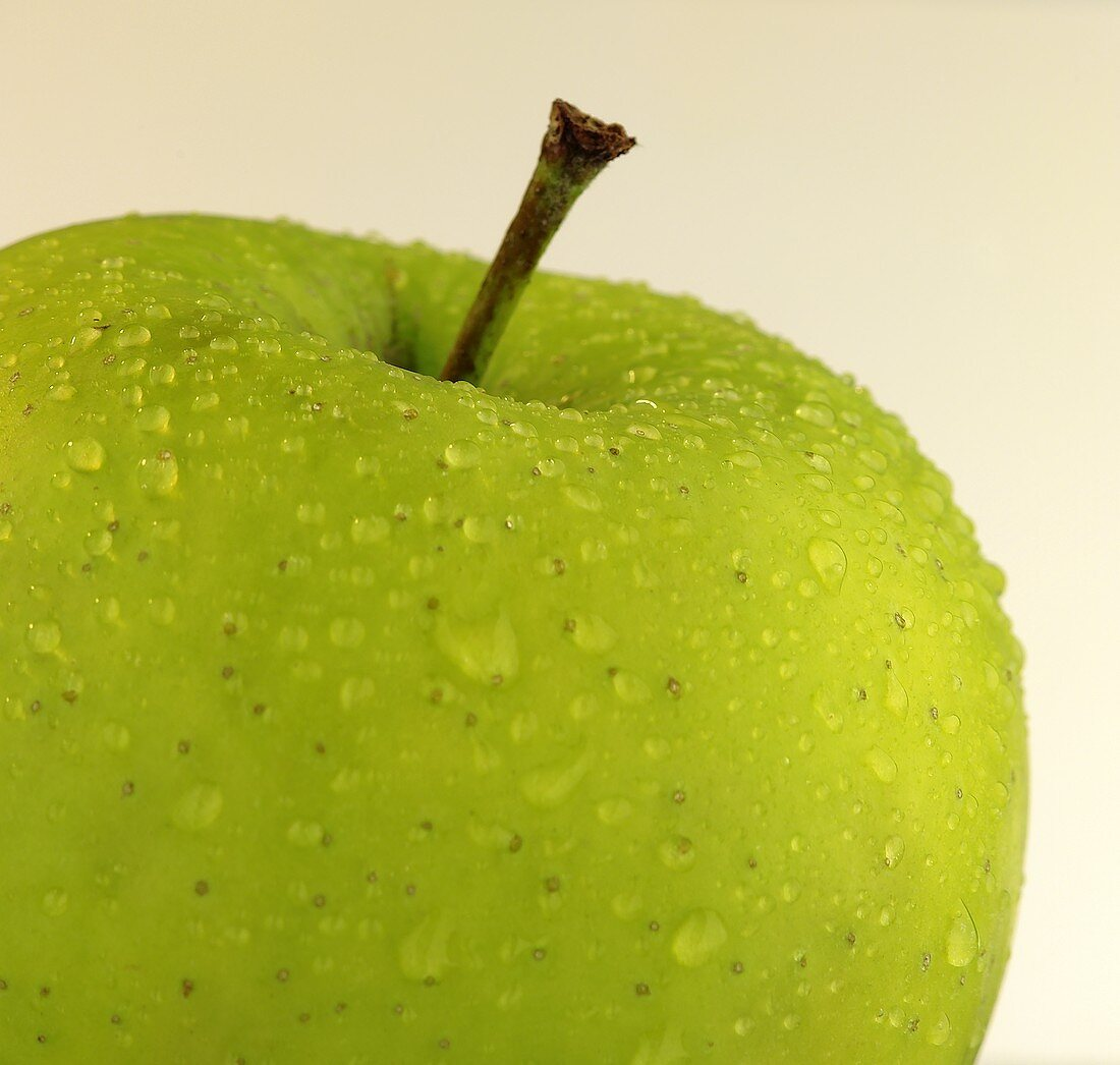 Golden Delicious with drops of water