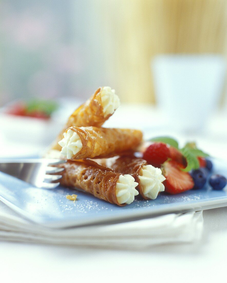 Wafer rolls with cream filling