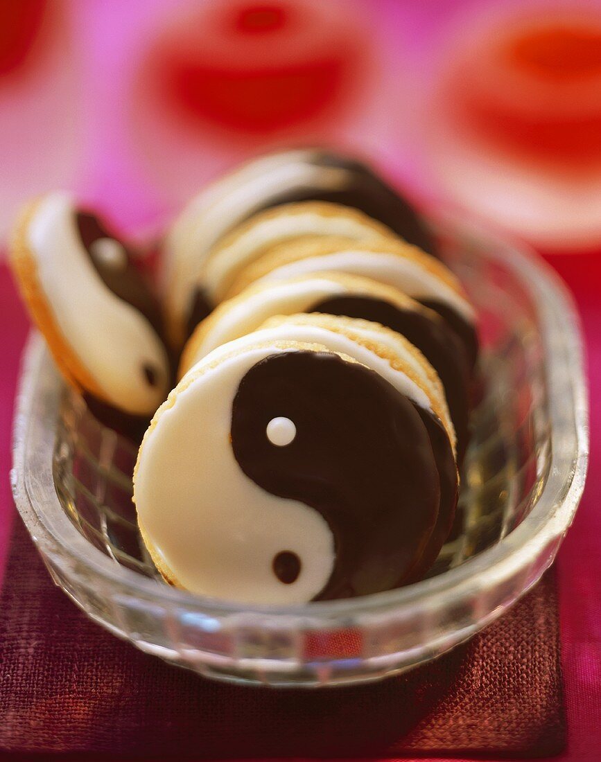 Ying-yang biscuits
