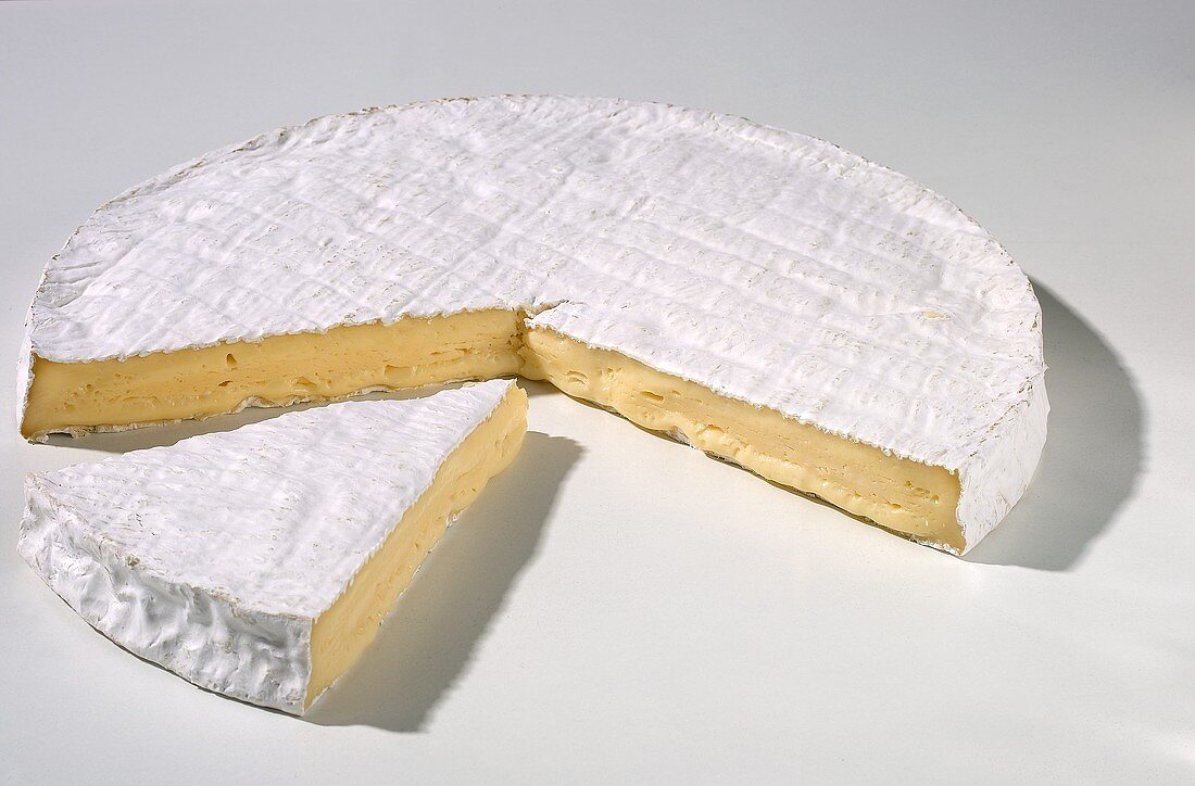 Brie de Meaux (fine soft cheese from France)