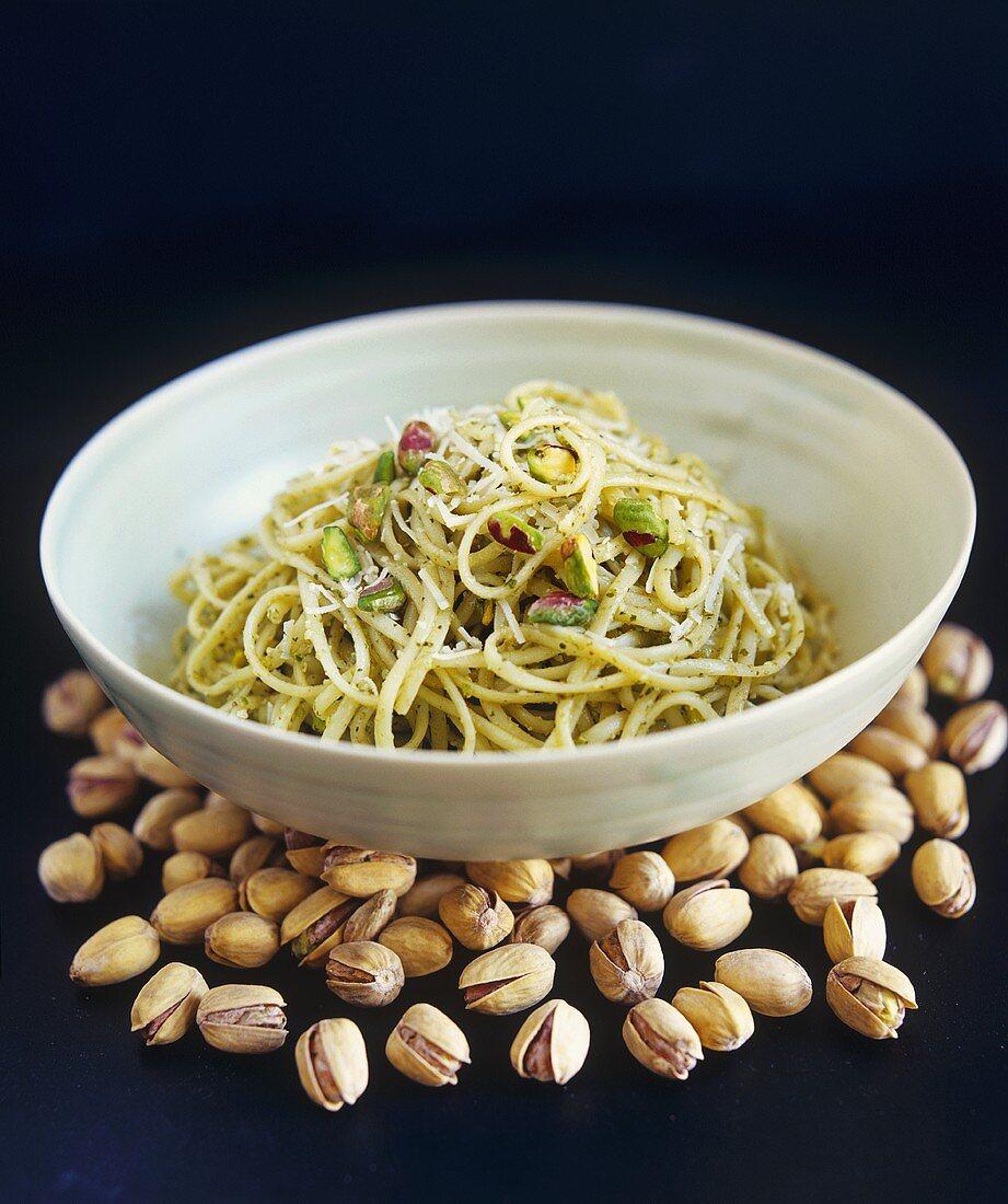 Linguine al pistacchio (Linguine with pistachio pesto)