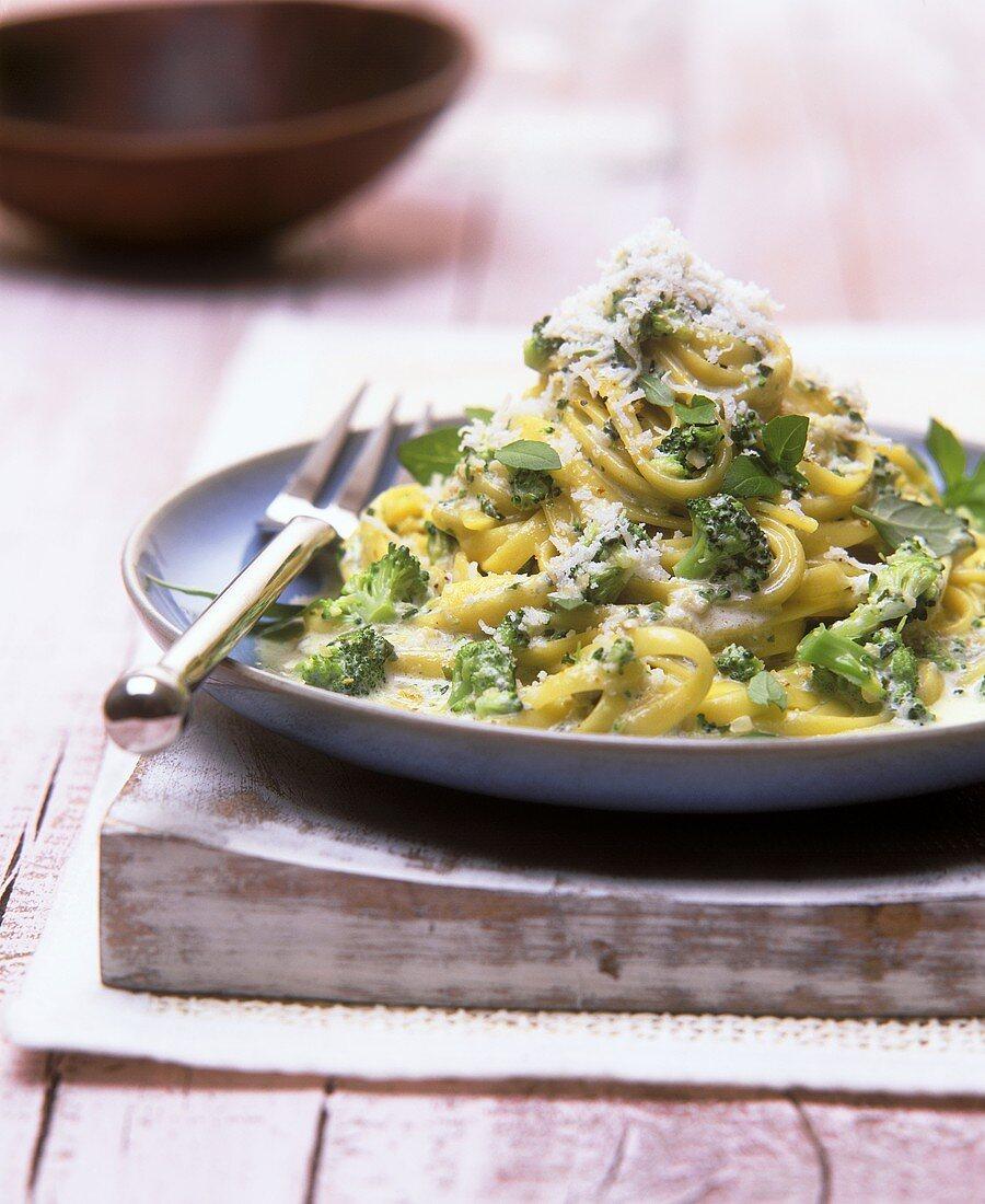 Bavette with broccoli and cream pesto