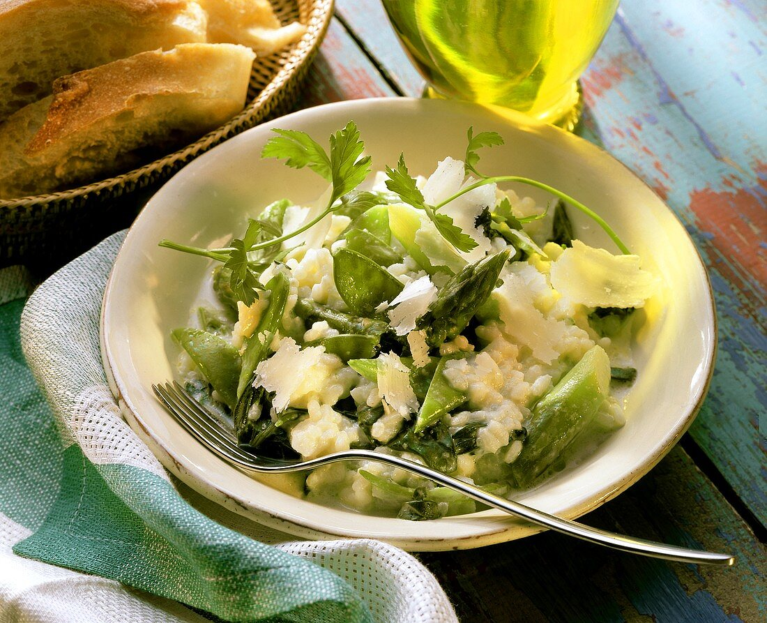 Risotto with green asparagus, mangetouts and Parmesan