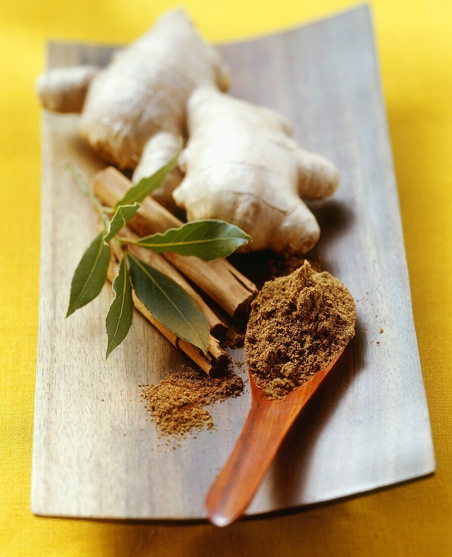 Garam masala (Indian spices), cinnamon, bay leaf and ginger
