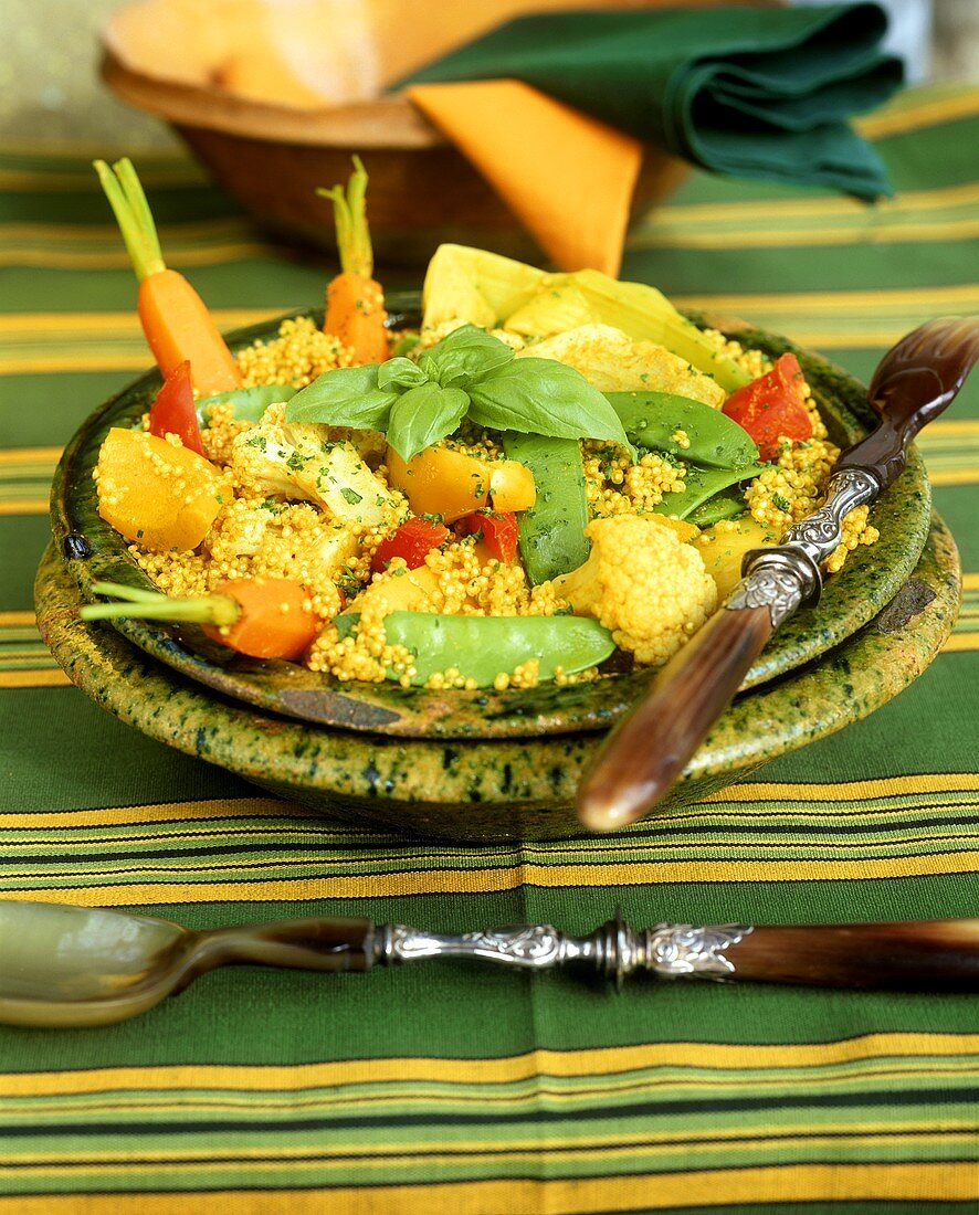 Pan-cooked quinoa with curry and vegetables