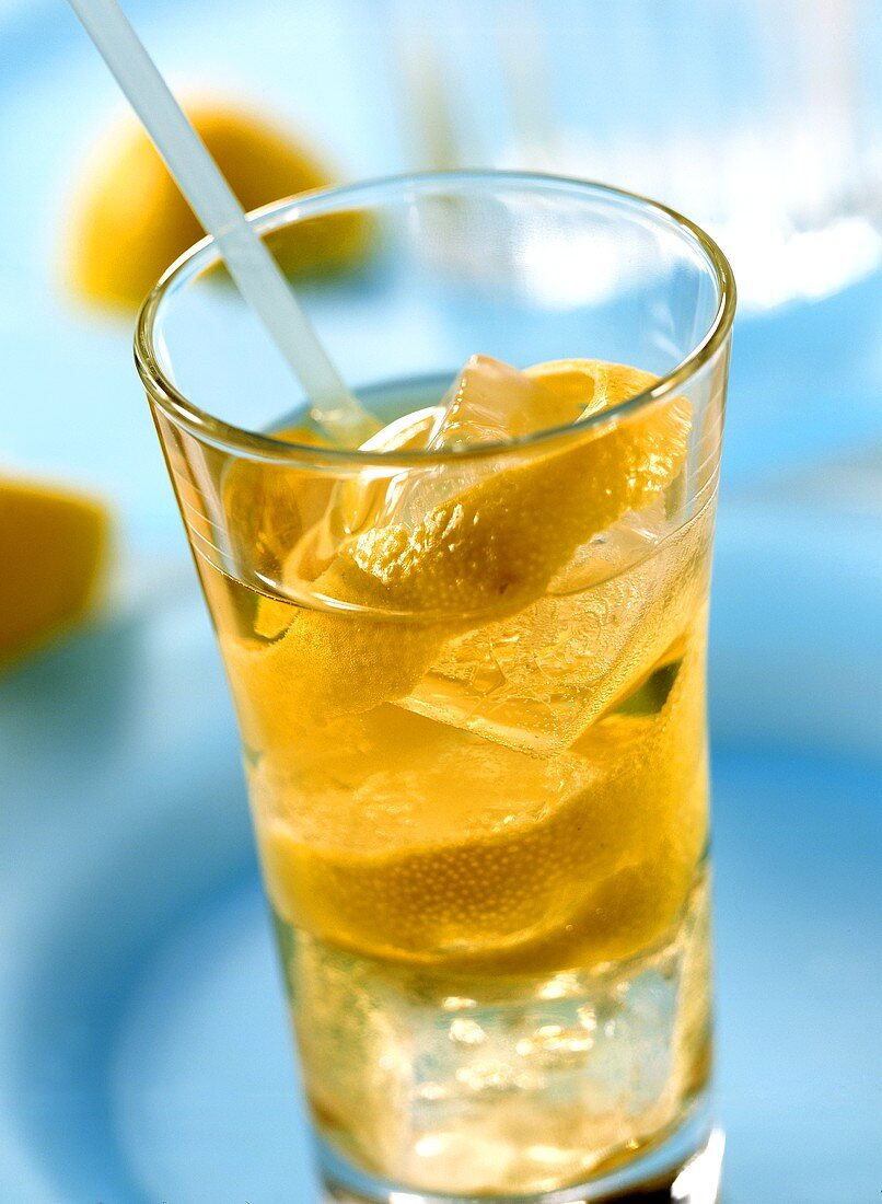 Horse Neck (long drink with whisky, Angostura, Ginger Ale)