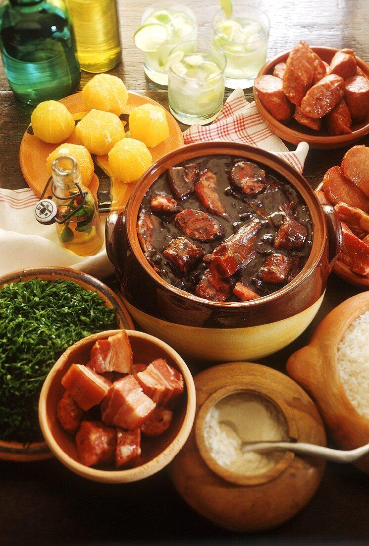 Feijoada (Eintopf mit schwarzen Bohnen & Fleisch, Brasilien)