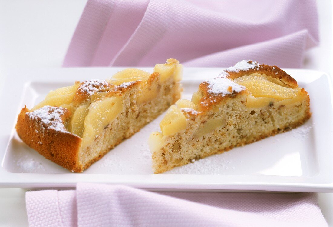 Quick pear cake with nuts