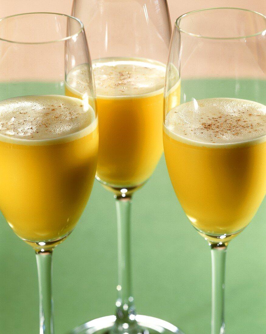 Pastis Flip (cocktail: aniseed liqueur, white wine & egg yolk)