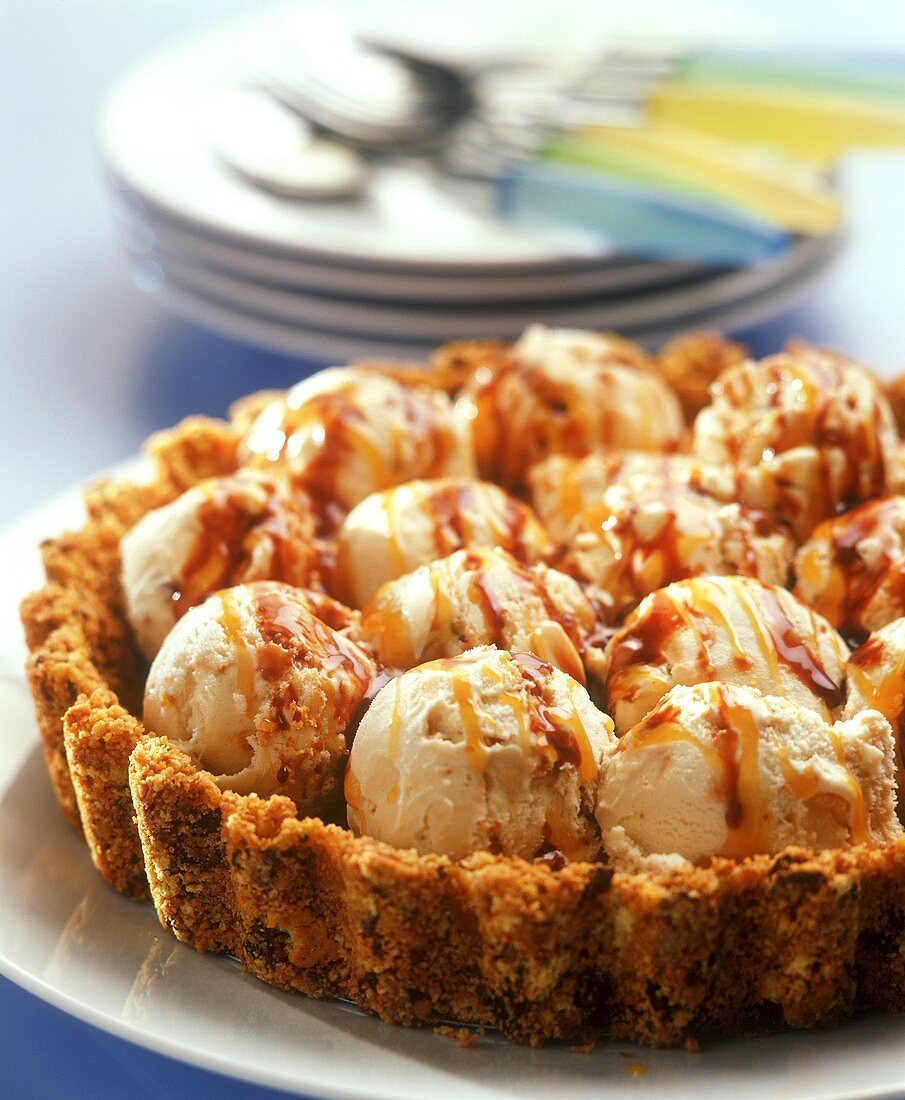 Tart with scoops of caramel ice cream and dessert sauces