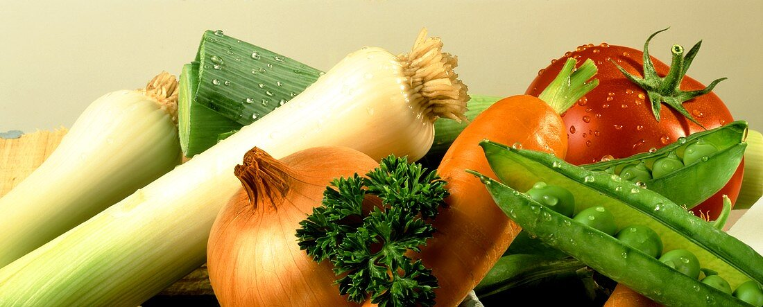 Vegetable still life (leek, onion, carrot, peas, tomato)