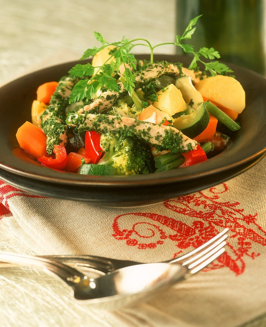 Strips of turkey breast with parsley, with steamed vegetables