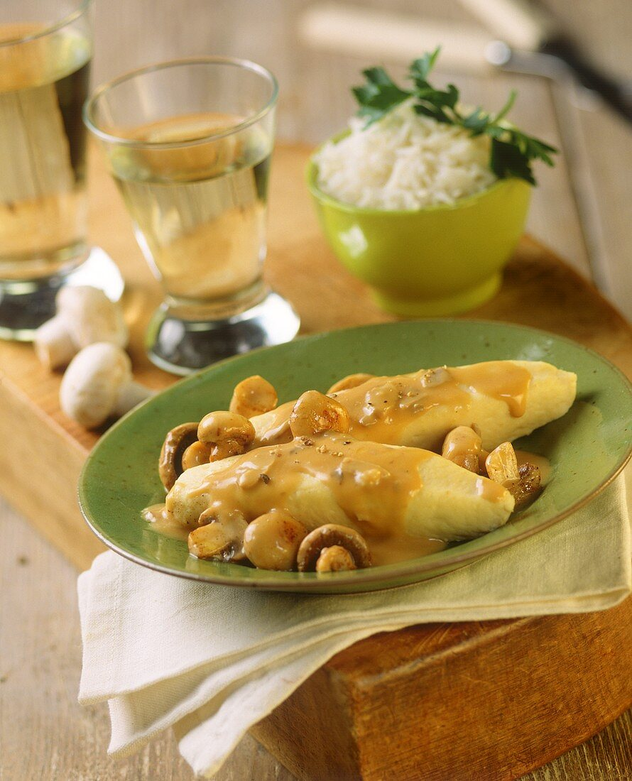 Quenelle aux champignons (fish in pastry, France)