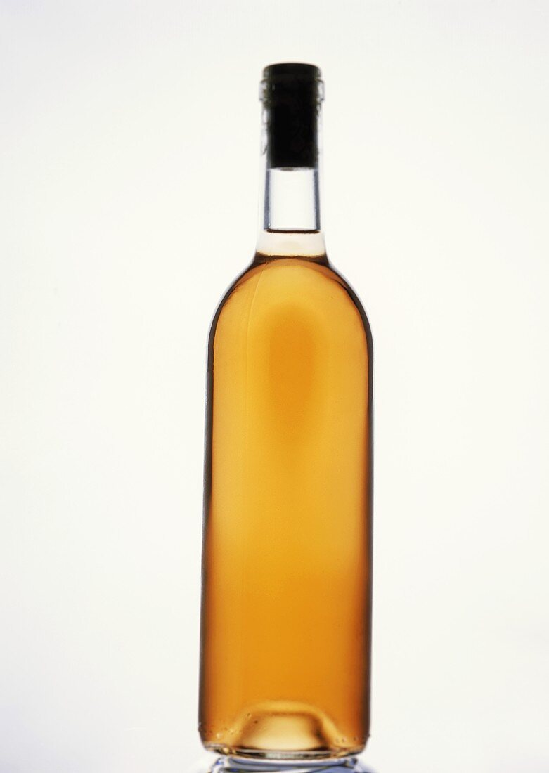 A bottle of rosé wine (without label, neutral)