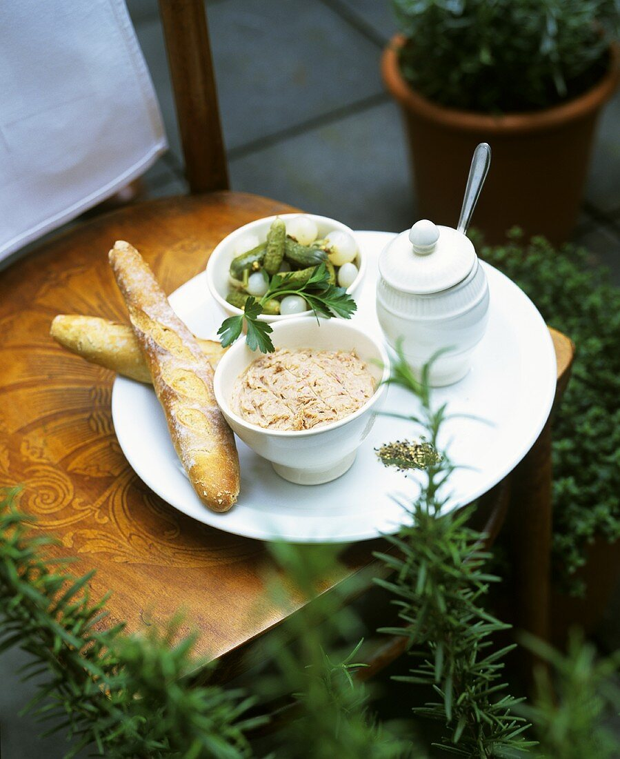 Duck rillettes with baguette