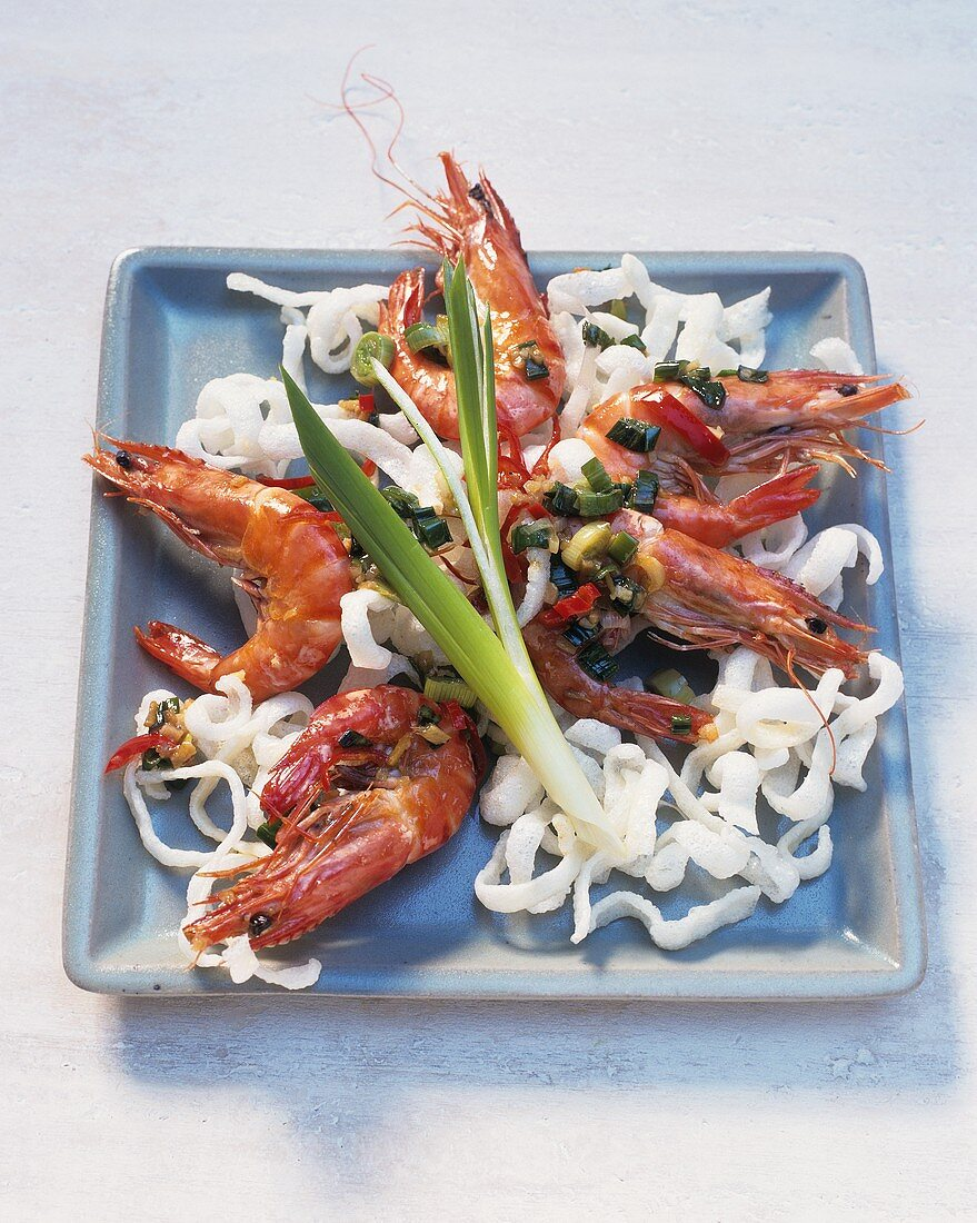 Jumbo prawns in ginger oil and deep-fried noodles