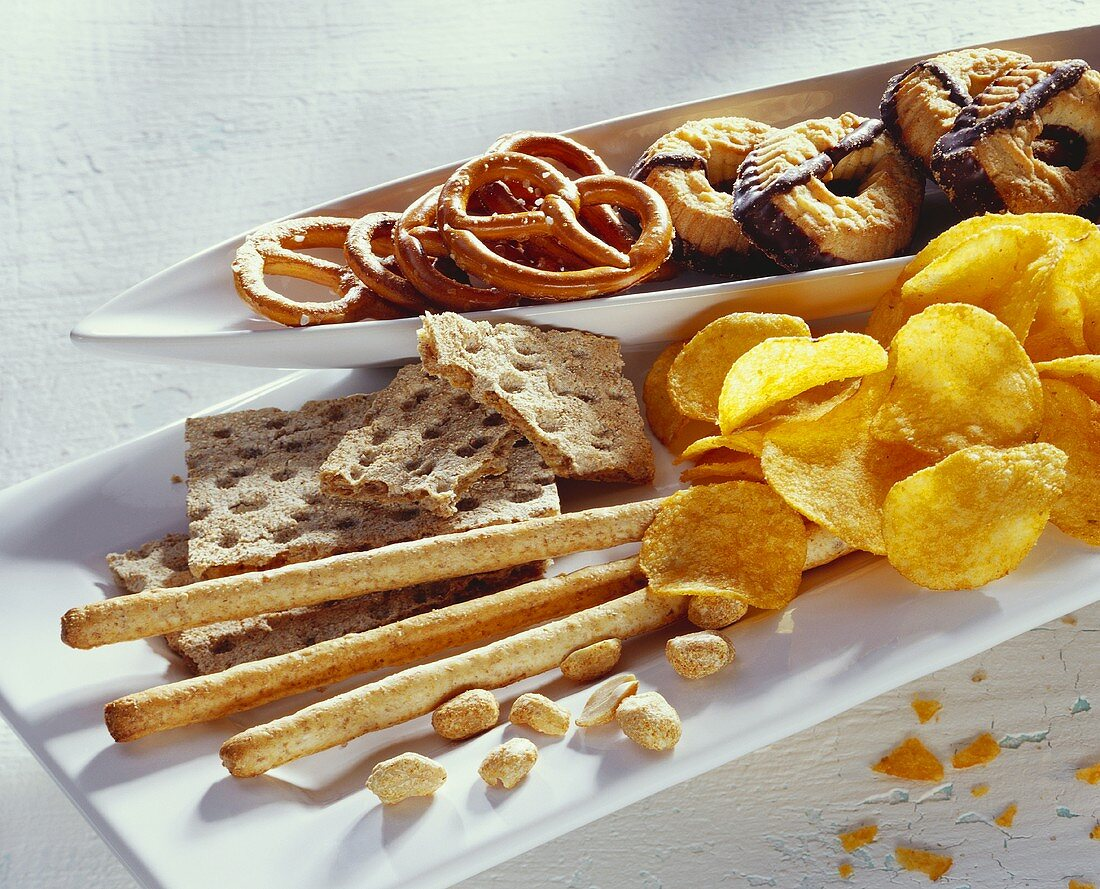 Biscuits, crispbread, crisps and roasted nuts