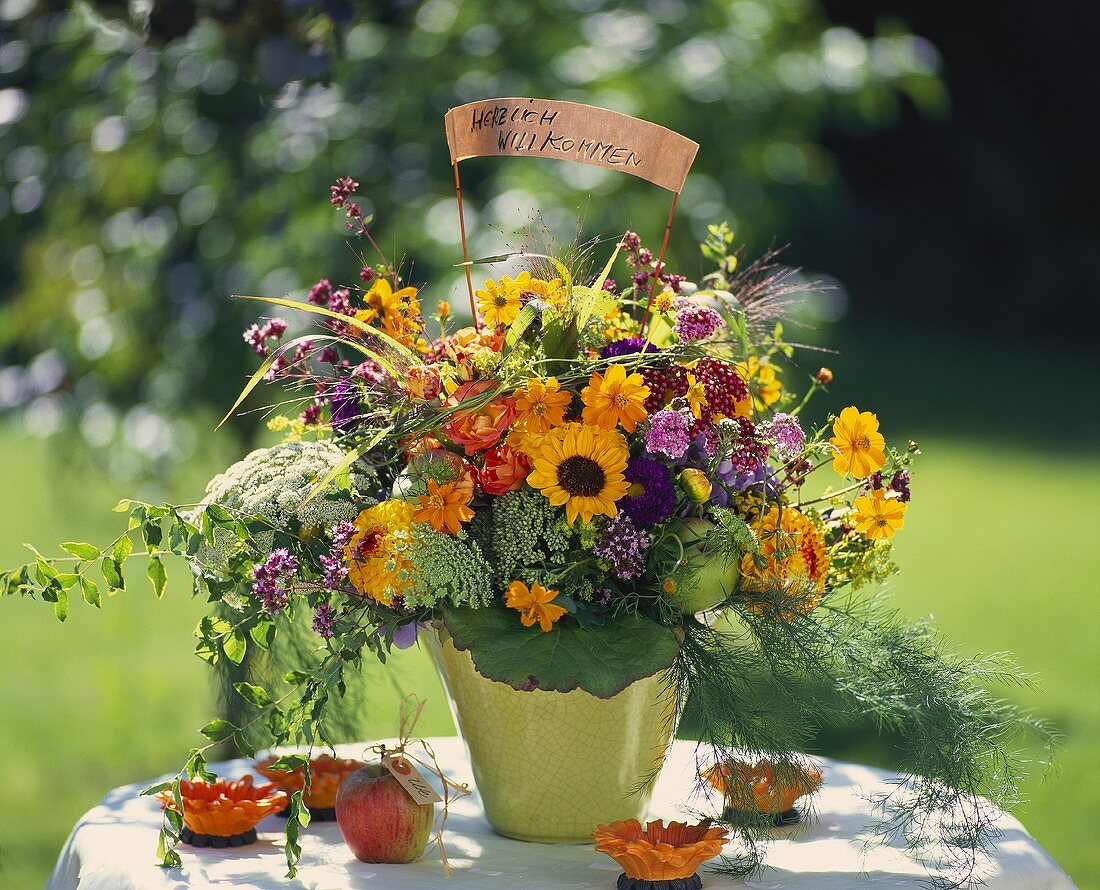 Summer bouquet with welcome sign