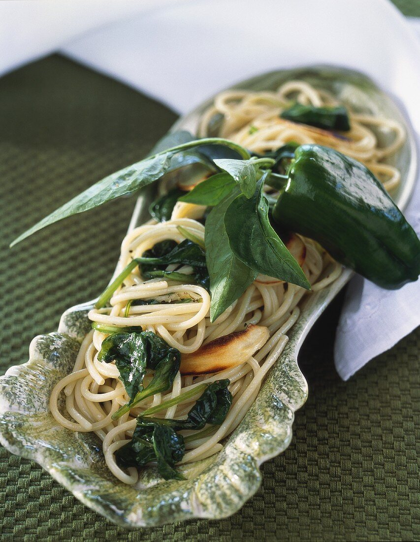 Spaghetti alla Pasolini (Pasta with spinach & roasted garlic)