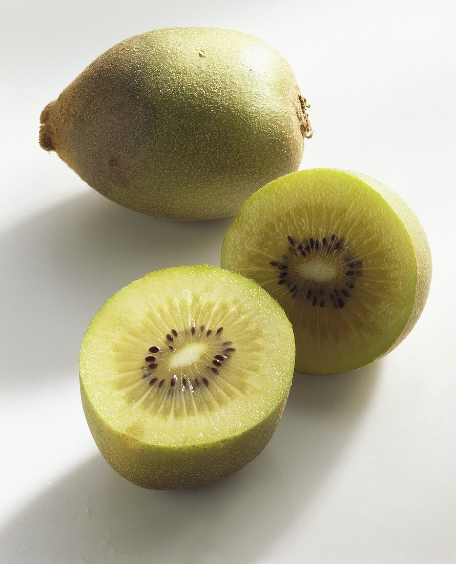 Kiwi fruits (Actinidia chinensis), variety Gold, whole & halved