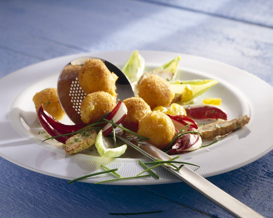 Salad with guinea-fowl and deep-fried Camembert balls