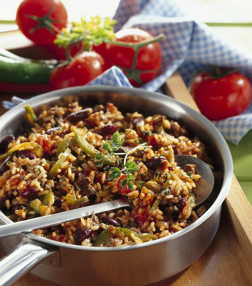 Pan-cooked rice, beef and bean dish