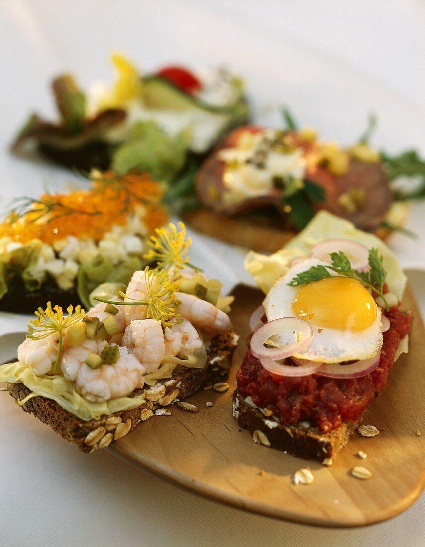 Smorgasbord variations (with shrimps, caviare, tartar & egg)