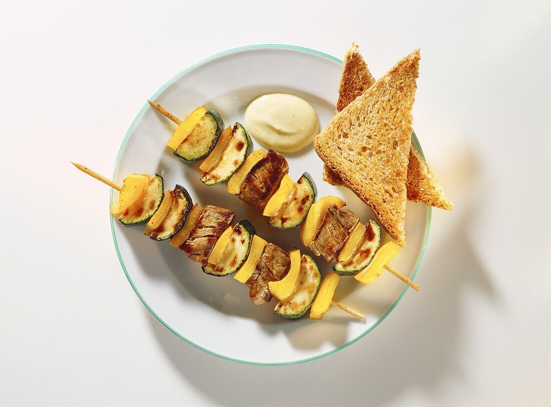 Meat & vegetable kebabs with curry dip & wholemeal toast