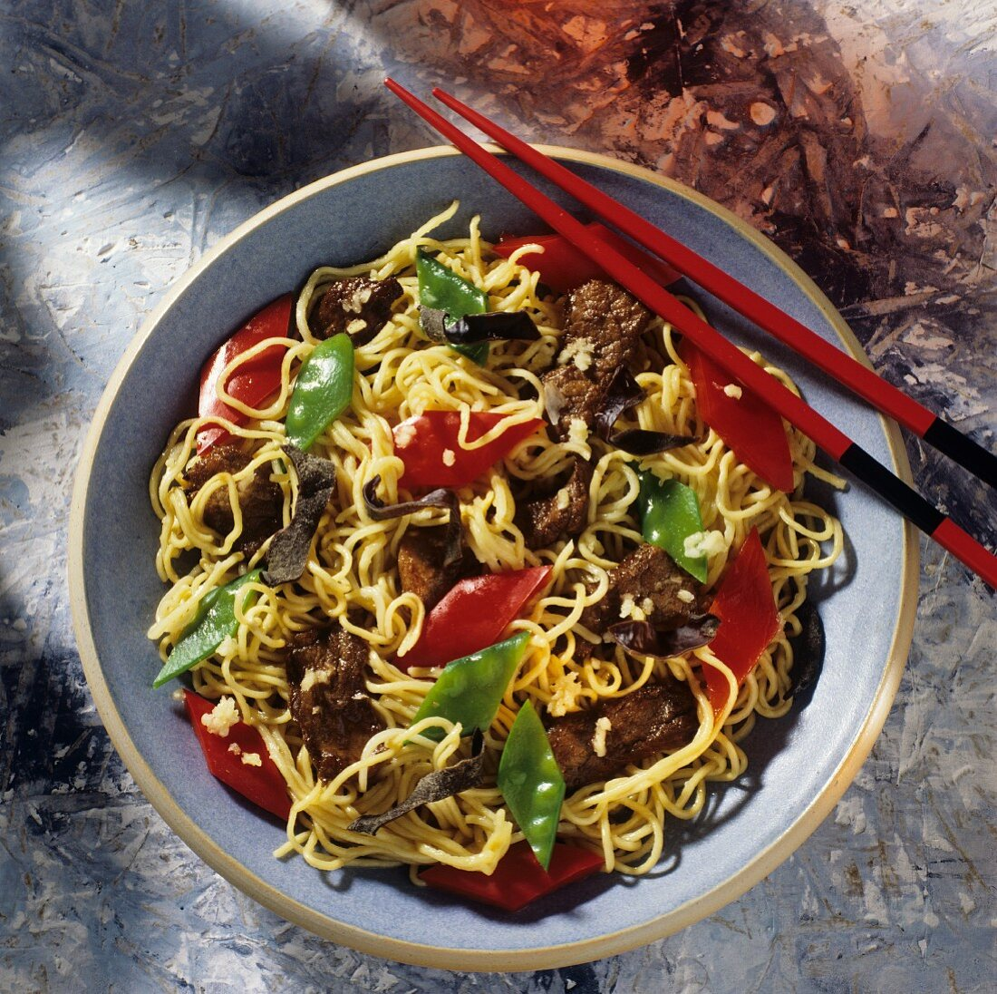 Chinese noodle stir-fry with meat, peppers, mangetouts